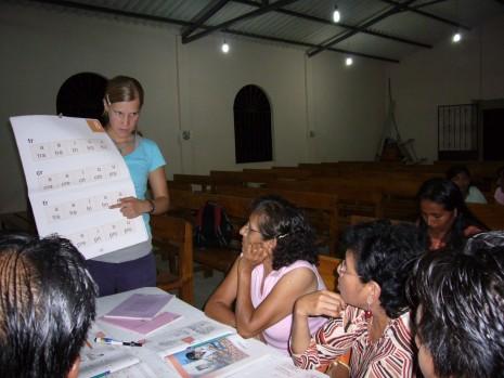 Josefin i Ecuador där hon jobbade i ett alfabetiseringsprojekt.